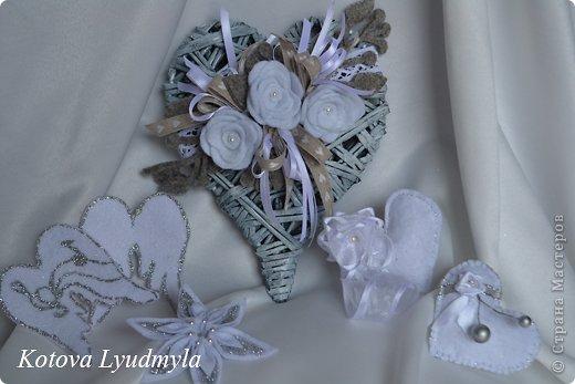 Поделка изделие Новый год Аппликация Плетение Плетенные сердечки к Новому году Бумага газетная Клей Краска Ленты Фетр фото 5