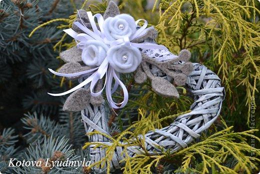 Поделка изделие Новый год Аппликация Плетение Плетенные сердечки к Новому году Бумага газетная Клей Краска Ленты Фетр фото 6