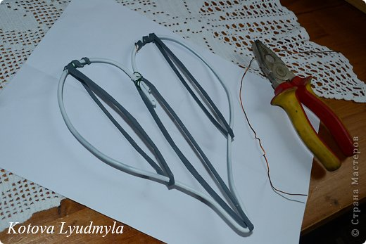 Мастер-класс Поделка изделие Новый год Аппликация Плетение Плетенные сердечки из бумажных трубочек Бумага Клей Краска Ленты Фетр фото 42