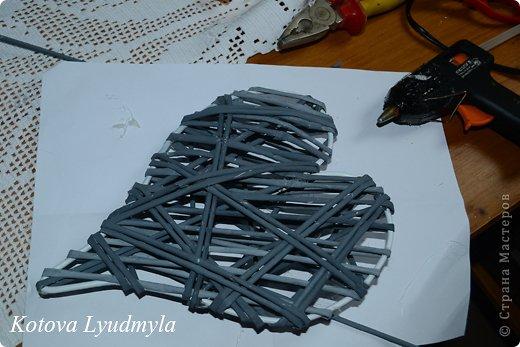 Мастер-класс Поделка изделие Новый год Аппликация Плетение Плетенные сердечки из бумажных трубочек Бумага Клей Краска Ленты Фетр фото 44