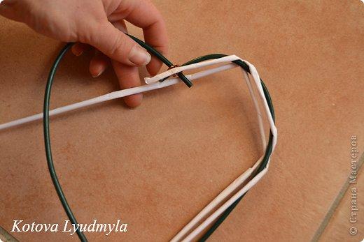 Мастер-класс Поделка изделие Новый год Аппликация Плетение Плетенные сердечки из бумажных трубочек Бумага Клей Краска Ленты Фетр фото 13