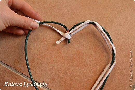 Мастер-класс Поделка изделие Новый год Аппликация Плетение Плетенные сердечки из бумажных трубочек Бумага Клей Краска Ленты Фетр фото 14