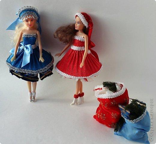 """Работы, присланные в третью тему """"Кукла в образе Снегурочки"""". Девочки, извините, у многих легенды удалены по требованию модераторов. Так же удалены фото-вдохновители. Надеюсь. что это не сильно повлияет на вашу оценку достойнейших работ этой темы. Работа №1. «Зимушка» Зимушка зима летела, Кукла в образе зимы. Использовала материалы: кукла, пеноплекс, гофрированная бумага, кружево, ленты, проволока, бусины, декор. Конфеты: Шарлет Трюфель - 19 шт. фото 53"""