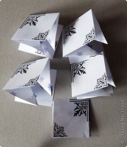 Пока мы все преображаем свои дома новогодними украшениями, хочу предложить вам сделать такие объемные «снежинки». Возможно, подобные формы уже на сайте присутствуют, значит, я предложу свою версию. фото 29
