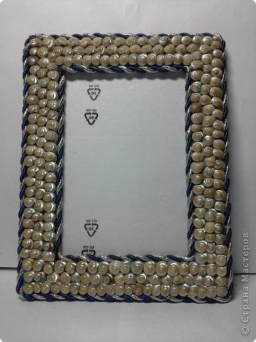 Фоторамка Фиолет №2.(Фото 050) обтянута тканью,украшена цветами из ракушки,радужным бисером,сваровски,для фото 10х15 см. фото 74
