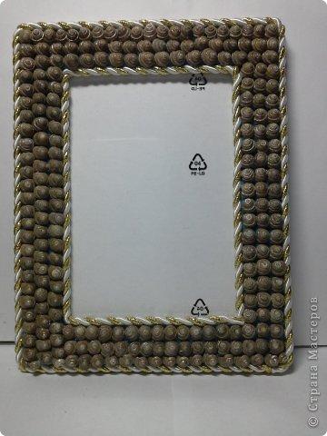 Фоторамка Фиолет №2.(Фото 050) обтянута тканью,украшена цветами из ракушки,радужным бисером,сваровски,для фото 10х15 см. фото 75