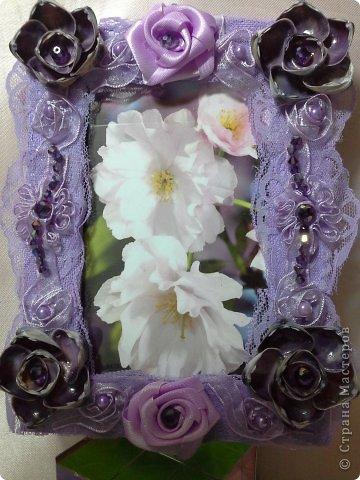 Фоторамка Фиолет №2.(Фото 050) обтянута тканью,украшена цветами из ракушки,радужным бисером,сваровски,для фото 10х15 см.  фото 61