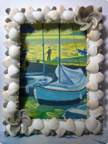 Фоторамка Фиолет №2.(Фото 050) обтянута тканью,украшена цветами из ракушки,радужным бисером,сваровски,для фото 10х15 см. фото 76