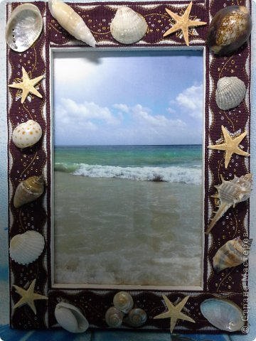 Фоторамка Фиолет №2.(Фото 050) обтянута тканью,украшена цветами из ракушки,радужным бисером,сваровски,для фото 10х15 см. фото 73