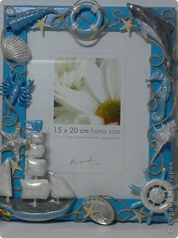 Фоторамка Фиолет №2.(Фото 050) обтянута тканью,украшена цветами из ракушки,радужным бисером,сваровски,для фото 10х15 см. фото 68