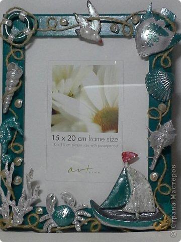 Фоторамка Фиолет №2.(Фото 050) обтянута тканью,украшена цветами из ракушки,радужным бисером,сваровски,для фото 10х15 см. фото 69