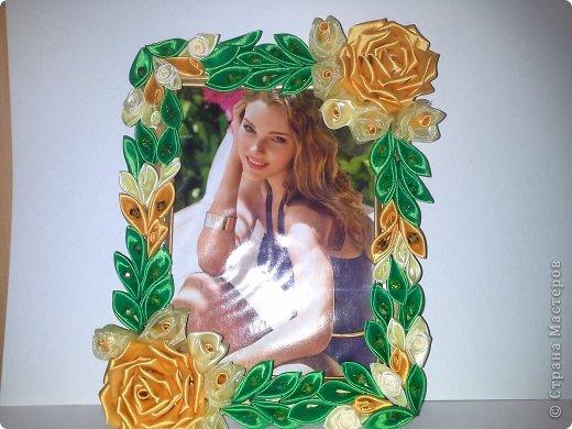Фоторамка Фиолет №2.(Фото 050) обтянута тканью,украшена цветами из ракушки,радужным бисером,сваровски,для фото 10х15 см. фото 60