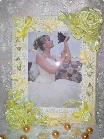 Фоторамка Фиолет №2.(Фото 050) обтянута тканью,украшена цветами из ракушки,радужным бисером,сваровски,для фото 10х15 см.  фото 59
