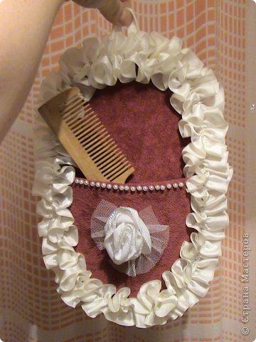 Основа лаптей - картон, обтянутый тканью (фиксируется на клей ПВА). Карман пришивается нитками + клей. Дальше декорирование лаптей цветами из ткани, атласной лентой и др. материалами. фото 9