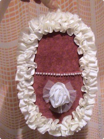 Основа лаптей - картон, обтянутый тканью (фиксируется на клей ПВА). Карман пришивается нитками + клей. Дальше декорирование лаптей цветами из ткани, атласной лентой и др. материалами. фото 10