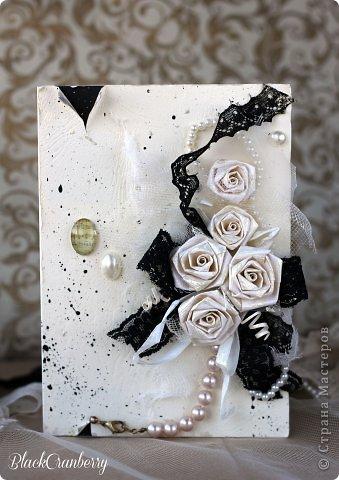 Маленькое черное платье и жемчужное ожерелье - вершина элегантности. Именно об этом моя открыточка. фото 1