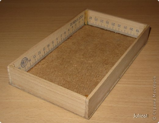 Предлагаю Вашему вниманию мою поделку - кроватку с постелькой в домик, который я построила для мягкого Мишутки ростом ок. 14 см.  Такая кроватка проста в изготовлении, не требует особых материалов, а самое главное - крепкая, т.к. предназначена для игры ребенком :) фото 6