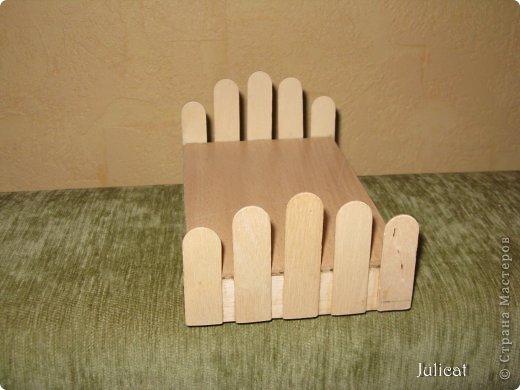 Предлагаю Вашему вниманию мою поделку - кроватку с постелькой в домик, который я построила для мягкого Мишутки ростом ок. 14 см.  Такая кроватка проста в изготовлении, не требует особых материалов, а самое главное - крепкая, т.к. предназначена для игры ребенком :) фото 10