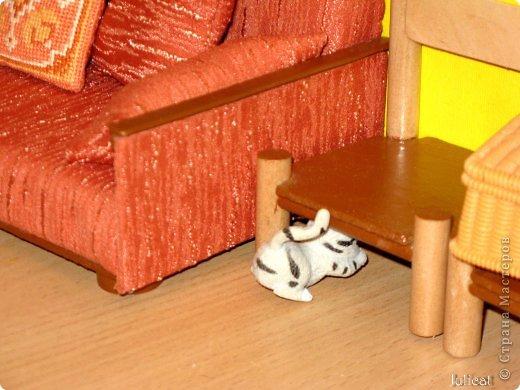 """Приветсвую Вас, уважаемые гости! Знакомьтесь: это Даринка - девочка-мишутка ростом 14 см.  Она живет в большом уютном домике на улице Медовая, 5 (ну, на какой же еще улице должна жить сладкоежка? :)). Приглашаю Вас заглянуть к ней в гости http://stranamasterov.ru/node/713606  У Мишутки много друзей, поэтому ей никогда не бывает скучно. А еще у нее много-много разных игрушек...  1 серия """"Любишь играть - люби и убирать!""""  фото 24"""