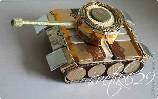 Доброго времени суток Страна мастеров! Вот и закончились праздники  и бессонные ночи тоже) Потрудилась на славу ,выкладываю отчет о проделанной работе))) Ну и конечно мой подарок для гостей. 3 моих новых МК. МК танк http://kartonkino.ru/svit-dizayn/tank-iz-konfet-v-podarok-zashhitniku-otechestva/#more-10599 МК букет невесты http://kartonkino.ru/svit-dizayn/kak-sdelat-buket-nevestyi-svoimi-rukami/#more-10638 МК тюльпаны http://kartonkino.ru/svit-dizayn/vstrechaem-vesnu-tyulpanami-iz-konfet/#more-10814 фото 3