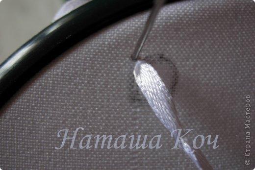 Для вас, мои дорогие , я оформила мастер-класс по ромашкам, которые необходимы в вышивке для создания эффекта объема. Идея создания цветочка пришла мне после просмотра передачи