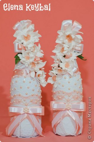 Здравствуйте! Сегодня хочу вам показать весь набор для персиковой свадьбы. Начат он был весной и три поста из этого набора уже есть. Несколько дней назад был наконец-то финиш и через пару дней будет свадьба.Всё делала в первый раз. Приклеено 2000 страз и полубусин. Невеста очень довольна осталась и я тоже удовлетворена результатом. Представляю на ваш суд мой дебют, и буду рада услышать ваше мнение. фото 15