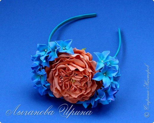 Продолжаю осваивать новый для себя материал - фоамиран. Это ободок с пионовидной розой и гортензией. фото 2