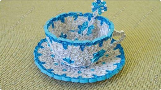 Чайная пара в бело-голубом: чашка, ложка, блюдце