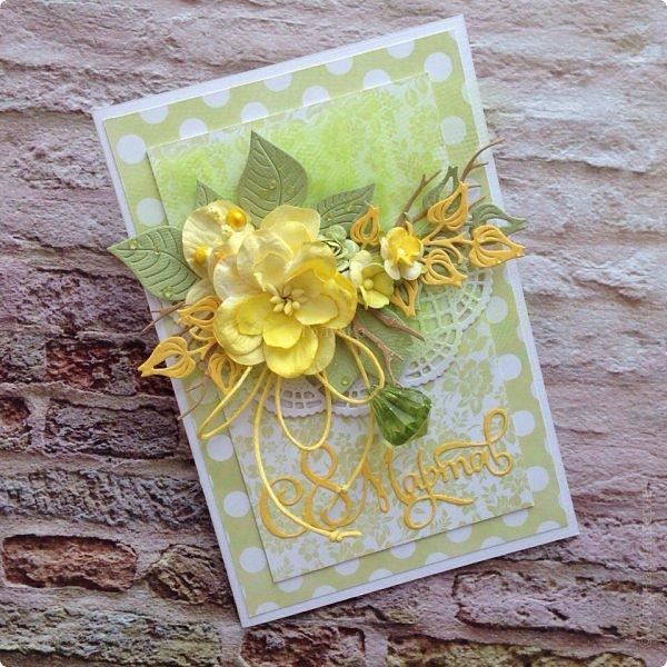 Сегодня гуляя с мамой, я обратила внимание, что очень много барышень разных возрастов идут с тюльпанами желтого цвета , при этом счастливые . Это так здорово, что никто не думает, что это цвет измены:) Прочь предрассудки!  Вот и у меня был заказ открытки цвета нежной зелени с желтым. Делала их с удовольствием, знаю что и дарили и принимали их с теми-же эмоциями:) Это очень приятно;) Поздравляю ВСЕХ барышень, которые заглянут сюда и не заглянут с праздником ! Желаю вам здравия, гармонии, и Весны в душе без шлапотени! фото 1