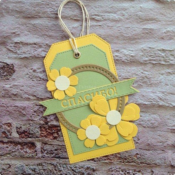 Сегодня гуляя с мамой, я обратила внимание, что очень много барышень разных возрастов идут с тюльпанами желтого цвета , при этом счастливые . Это так здорово, что никто не думает, что это цвет измены:) Прочь предрассудки!  Вот и у меня был заказ открытки цвета нежной зелени с желтым. Делала их с удовольствием, знаю что и дарили и принимали их с теми-же эмоциями:) Это очень приятно;) Поздравляю ВСЕХ барышень, которые заглянут сюда и не заглянут с праздником ! Желаю вам здравия, гармонии, и Весны в душе без шлапотени! фото 9