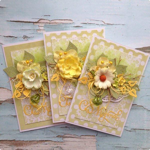 Сегодня гуляя с мамой, я обратила внимание, что очень много барышень разных возрастов идут с тюльпанами желтого цвета , при этом счастливые . Это так здорово, что никто не думает, что это цвет измены:) Прочь предрассудки!  Вот и у меня был заказ открытки цвета нежной зелени с желтым. Делала их с удовольствием, знаю что и дарили и принимали их с теми-же эмоциями:) Это очень приятно;) Поздравляю ВСЕХ барышень, которые заглянут сюда и не заглянут с праздником ! Желаю вам здравия, гармонии, и Весны в душе без шлапотени! фото 4