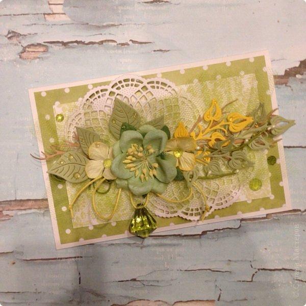 Сегодня гуляя с мамой, я обратила внимание, что очень много барышень разных возрастов идут с тюльпанами желтого цвета , при этом счастливые . Это так здорово, что никто не думает, что это цвет измены:) Прочь предрассудки!  Вот и у меня был заказ открытки цвета нежной зелени с желтым. Делала их с удовольствием, знаю что и дарили и принимали их с теми-же эмоциями:) Это очень приятно;) Поздравляю ВСЕХ барышень, которые заглянут сюда и не заглянут с праздником ! Желаю вам здравия, гармонии, и Весны в душе без шлапотени! фото 17