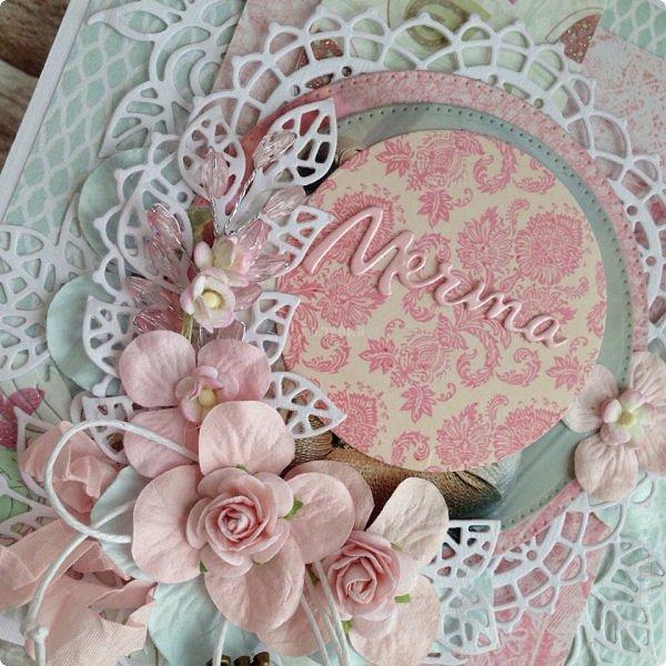 Еще одна памятная  юбилейная открытка с фотографией ! Там очаровательная принцесса с мечтой в глазах! Открытка стойка , тяжеленькая, не смотря на ее зефирность:) фото 2