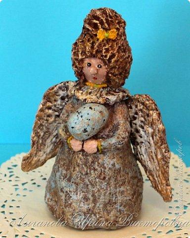 Сегодня один из самых светлых и радостных праздников - Пасха! Я очень люблю делать ангелов в разных техниках. Это такая благодатная тема для творчества. Всем сегодня пасхальные ангелы поют с небес свои праздничные песни! фото 10