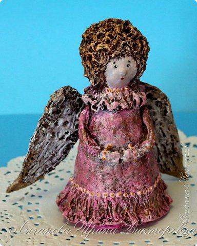 Сегодня один из самых светлых и радостных праздников - Пасха! Я очень люблю делать ангелов в разных техниках. Это такая благодатная тема для творчества. Всем сегодня пасхальные ангелы поют с небес свои праздничные песни! фото 11