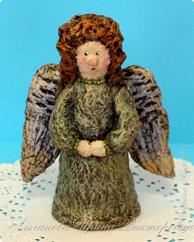 Сегодня один из самых светлых и радостных праздников - Пасха! Я очень люблю делать ангелов в разных техниках. Это такая благодатная тема для творчества. Всем сегодня пасхальные ангелы поют с небес свои праздничные песни! фото 8