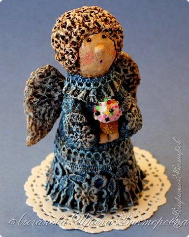 Сегодня один из самых светлых и радостных праздников - Пасха! Я очень люблю делать ангелов в разных техниках. Это такая благодатная тема для творчества. Всем сегодня пасхальные ангелы поют с небес свои праздничные песни! фото 3