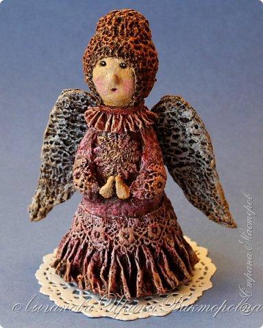 Сегодня один из самых светлых и радостных праздников - Пасха! Я очень люблю делать ангелов в разных техниках. Это такая благодатная тема для творчества. Всем сегодня пасхальные ангелы поют с небес свои праздничные песни! фото 4