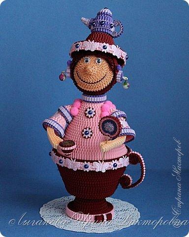 Разрешите вас познакомить - Кофеина Чаевна Молочкова. Большая любительница попить чайку-кофейку. При этом она еще и фея кофейно-чайных запасов.