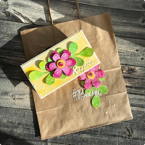 Мимоза — прекрасный цветок, Тепла и надежды творенье, Весны пробужденья росток.... (Самарина Елена) Мимоза..., это моя первая рукодельная работа, которую я делала в детском саду и я ее помню... Мне так понравилось катать шарики из ваты, макать их в желтую краску и сушить на батарее:) А потом это превратилось в аппликацию к 8 марта для мамы....  Да и вообще в детстве . я не помню тюльпанов на этот праздник, а тем более роз, помню мимозу...  На открытках моего детства тоже были момозы...  А вчера, прямо хлынул поток вдохновения... Опять попались открытки Анна Макаренко, да и Ольга Кайнова поделилась своими наработками по созданию мимозы... Я решила это дело не откладывать и начала творить:) фото 13