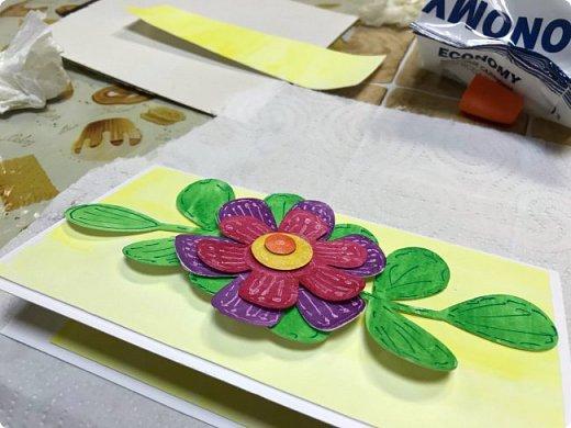 Мимоза — прекрасный цветок, Тепла и надежды творенье, Весны пробужденья росток.... (Самарина Елена) Мимоза..., это моя первая рукодельная работа, которую я делала в детском саду и я ее помню... Мне так понравилось катать шарики из ваты, макать их в желтую краску и сушить на батарее:) А потом это превратилось в аппликацию к 8 марта для мамы....  Да и вообще в детстве . я не помню тюльпанов на этот праздник, а тем более роз, помню мимозу...  На открытках моего детства тоже были момозы...  А вчера, прямо хлынул поток вдохновения... Опять попались открытки Анна Макаренко, да и Ольга Кайнова поделилась своими наработками по созданию мимозы... Я решила это дело не откладывать и начала творить:) фото 17