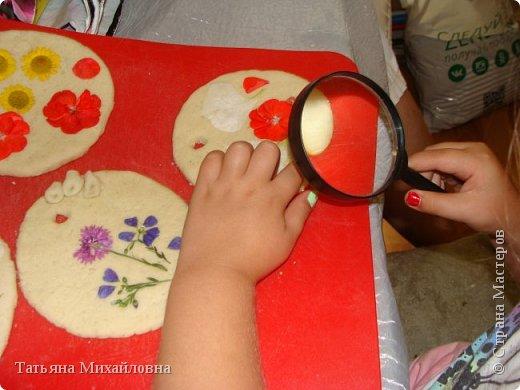 С появлением соцсетей мамы любят выставлять  якобы детские работы и получать лайки. Так ли это безобидно?
