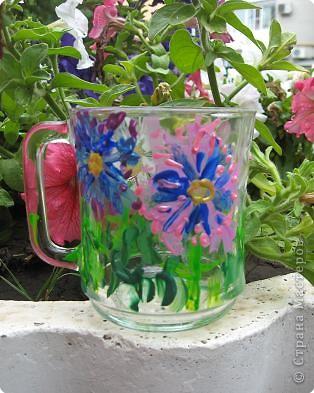 Лето, лето, ты прекрасно: Все цветет, и небо ясно,  С неба солнышко смеется, Людям весело живется.