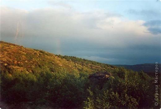 -Ты в Мурманске,если в июне увидев на часах 12-00, ты щуришся на солнце и сомневаешься во времени суток. Типичная заполярная сопка, полночь(в полярный день). фото 1