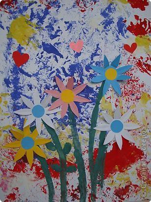 Вот поднос. На нем цветы — Просто чудо красоты! Удивительный художник Так сумел нарисовать, Мне их хочется понюхать И потрогать, И сорвать.