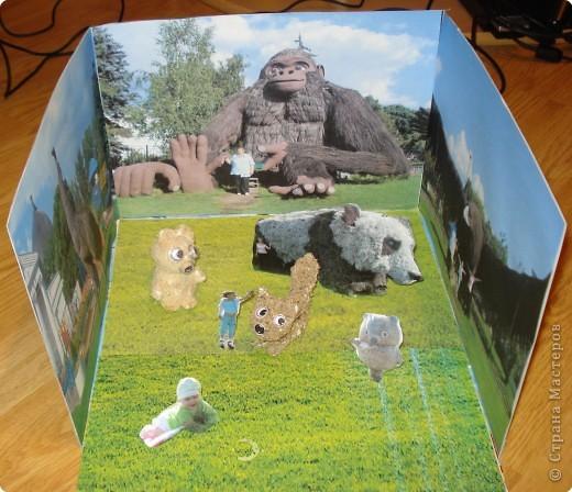 медвежонок и лисичка объёмные, панда, Винни - Пух и фигурки Алёны и Наташи вырезаны из картона и стоят на подставочках, остальное - фотографии с выставки фото 1