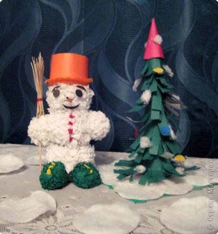 Снеговичок у ёлочки