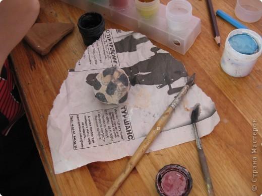 """Этот глиняный черепок я расписывал сам. Наш школьный лагерь """"Солнышко"""" водили на экскурсию в Абрамцевский Художественный Промышленный Комплекс. Это училище знаменито на весь мир.  фото 4"""