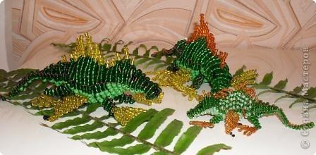 Много интересного я увидела этим летом, а вот динозавриков -нет!И тогда я сделала их из бисера, целую семейку! Здорово!