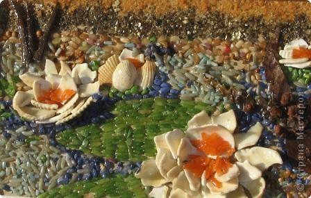 Цветок русалки — знак. Таинственный, магический, мистический… По крайней мере, наши предки-язычники в дохристианской Руси считали цветок кувшинки знаком — девушки и юноши не решались входить в реку или озеро, если видели на поверхности воды раскрывшийся цветок «белой лилии». А если кто-либо из купавшихся в одиночку исчезал, считалось, что его защекотали и увлекли за собою на дно в подводное царство зеленоволосые русалки.